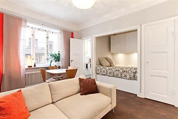 Уютная однокомнатная квартира с филенчатыми окнами и паркетн.