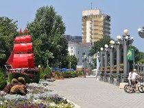 Сколько стоит посуточная аренда намайские праздники вразных городах России?